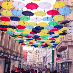 Deštníky nad hlavami