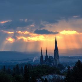 Svítání nad městem