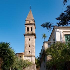 Věž kostela Panagia Anafonitria