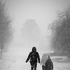 lidé v zimě