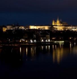 Pražský hrad po setmění