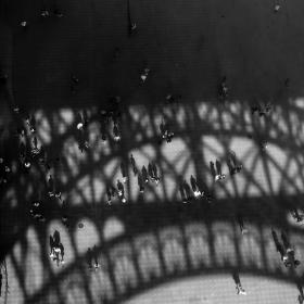 Ruch pod Eiffelovou věží