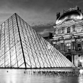 Pyramida, Louvre, Paříž