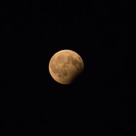 Včerejší částečné zatmění Měsíce