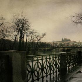 procházkou k mostu legií