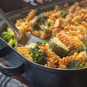 Zapečené těstoviny s brokolicí a růžičkovou kapustou