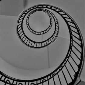na schodišti