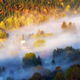 V jesennom šate