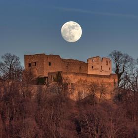 Měsíc bydlí na Hukvaldech