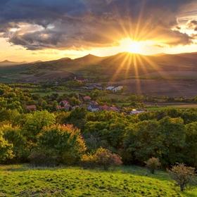 Západ slunce nad Středohořím