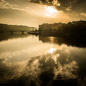 Rozbřesk nad Vltavou