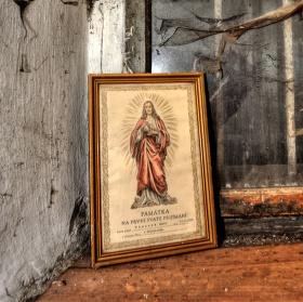 Z rozmlácenýho kostela v kabici z kusem mýdla