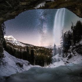 < Frozen Waterfall >