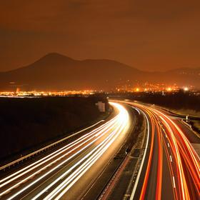 Noční provoz na dálnici D8 u Lovosic