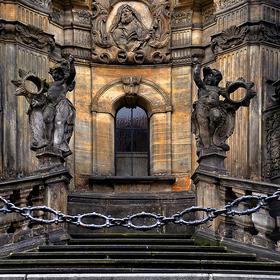 Morový sloup na hlavním náměstí v Olomouci---polodetail