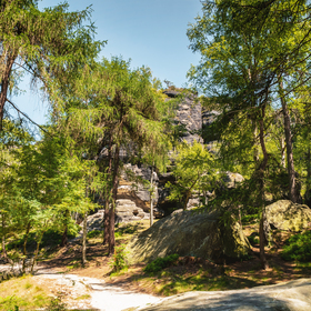 Stezkou kolem skalního města Tisá