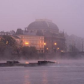 Mlhavé ráno u Vltavy