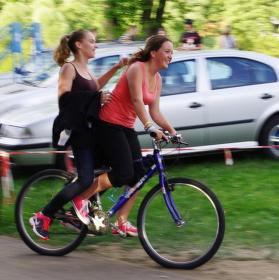Dvě na kole