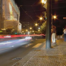Noční Praha v pohybu