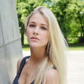 Půvabná blond