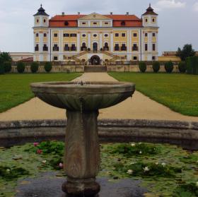 Milotický zámek-fontána