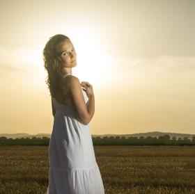 žena ve slunci