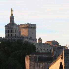 Point Saint-Benezet a ranní paprsky