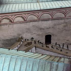 po schodoch  (Trenčianský hrad)