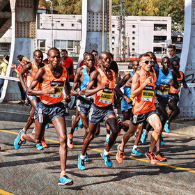 Běžci na půlmaratónu