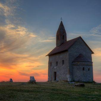 Večer pri kostole sv. Michala archanjela
