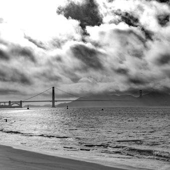 Golden Gate v mracích