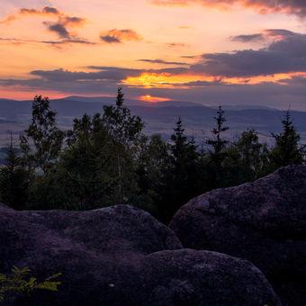 Svítání v Broumovských skalách