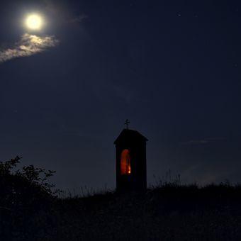 O půlnoci u křížku