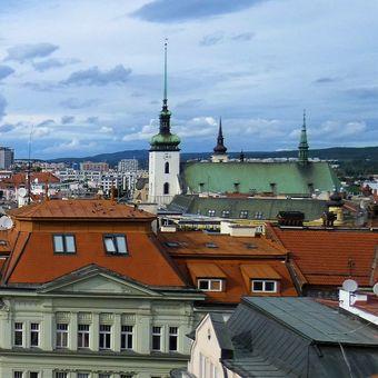Koukám na Brno