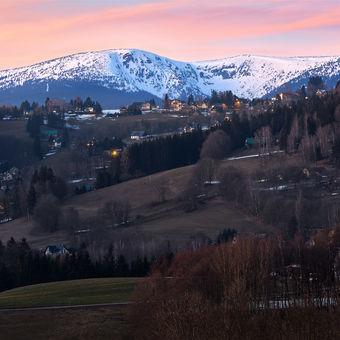 Na horách stále vládne zima