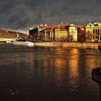 Praha před bouří