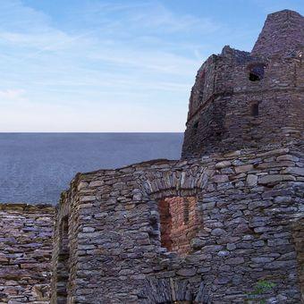 Průvodce po hradech a zámcích 11 - Zřícenina hradu Dupa Zakopana na pobřeží Baltského moře