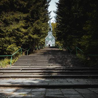 Kaple v Ticháčkově lese u Suchého Dolu