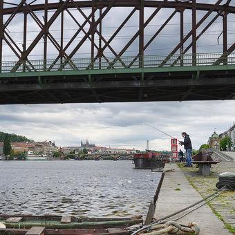 Před Železničním mostem