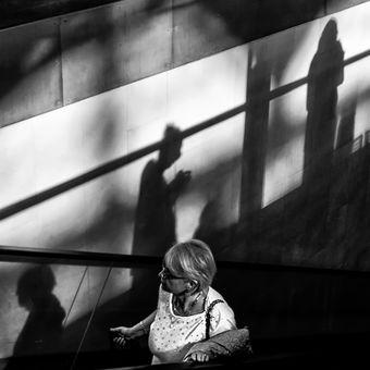 Mezi stíny