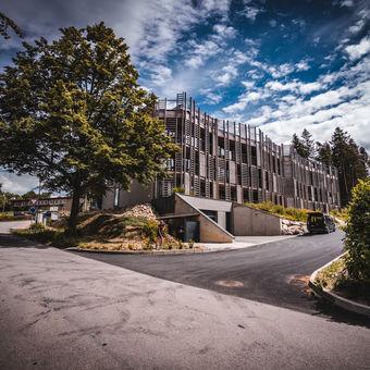 Moderní architektura v zátiší přírody