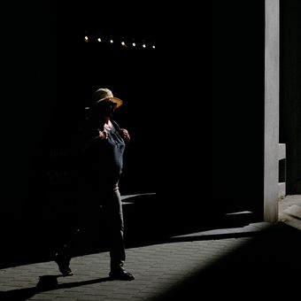 Hra světla a stínu