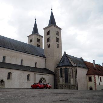 Za kostelem Navštívení panny Marie
