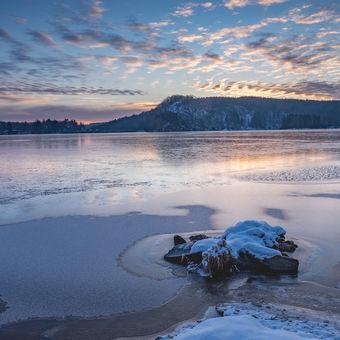 Sečský přehrada před východem slunce