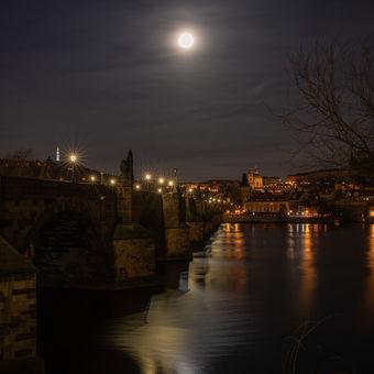 Na Karlově mostě...