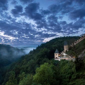 Mlhavé noci na Karlštejně