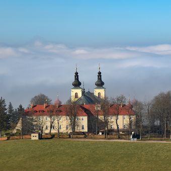 Klášter na Dolní Hedeči