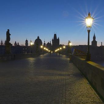 Ráno na Karlově mostě