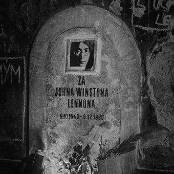 1980: symbolický náhrobek Johna Lennona
