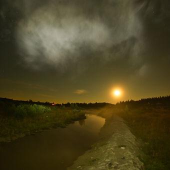 Měsíc nad Abertamským rašeliništěm